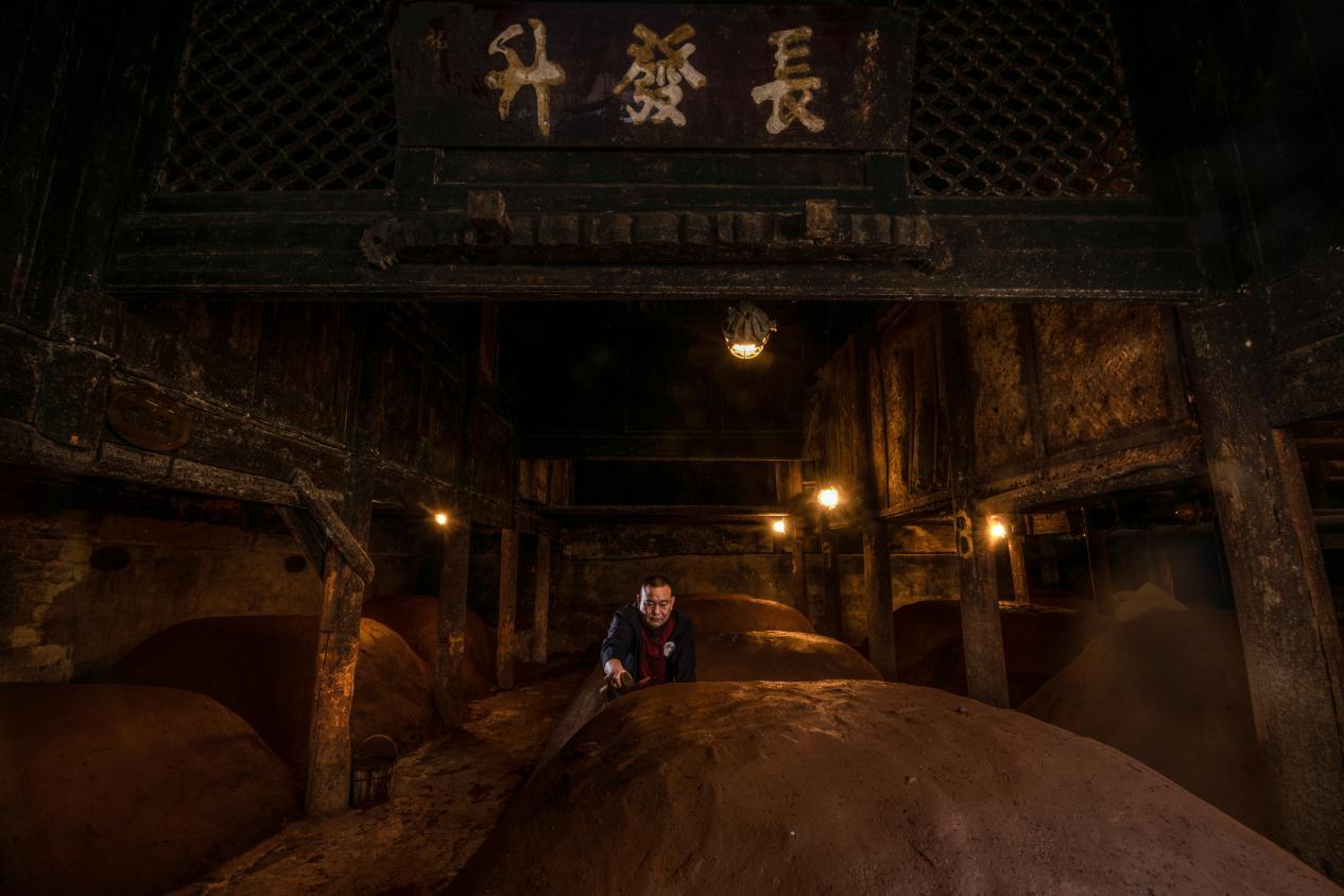 浓香型白酒:中国白酒文化集大成者 从美酒之源探秘浓香之美
